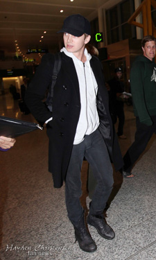 Hayden Christensen arrives to awaiting family at Pearson International Airport September 2011