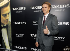 Hayden Christensen gives a thumbs up at the Los Angeles premiere of Takers.